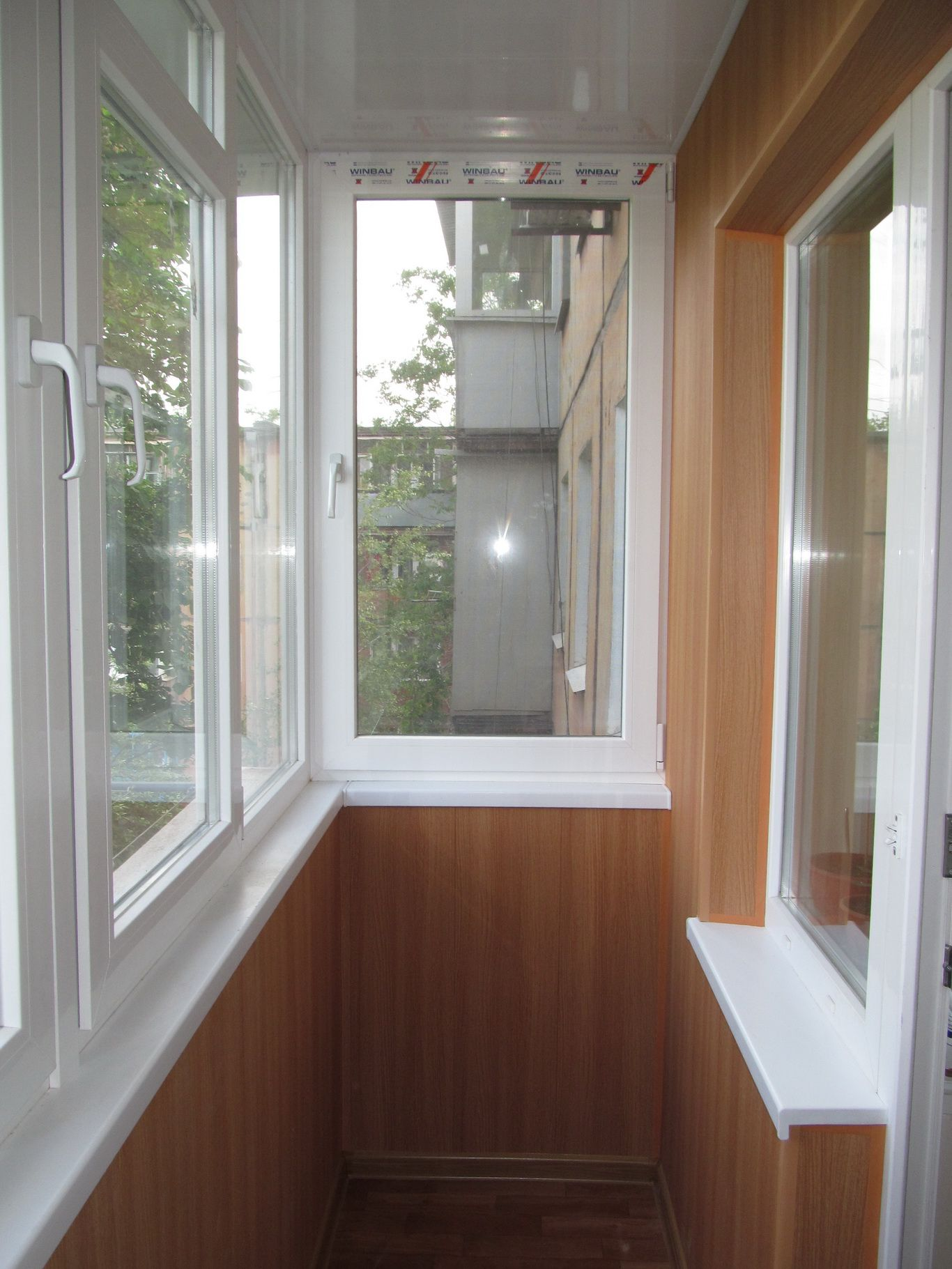 Металлопластиковое остекление балкона..