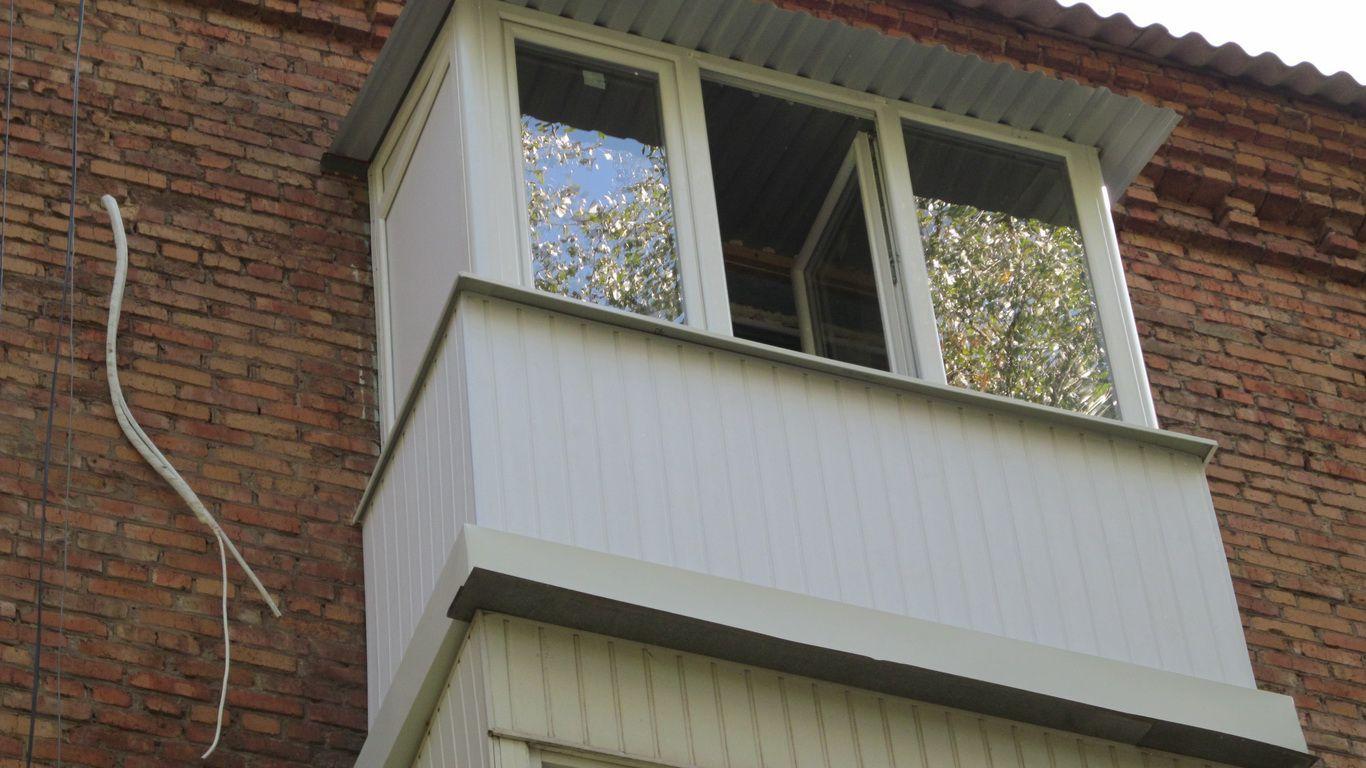 Отделка балконов обоями фото..